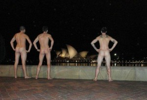 naked-at-monuments (6)